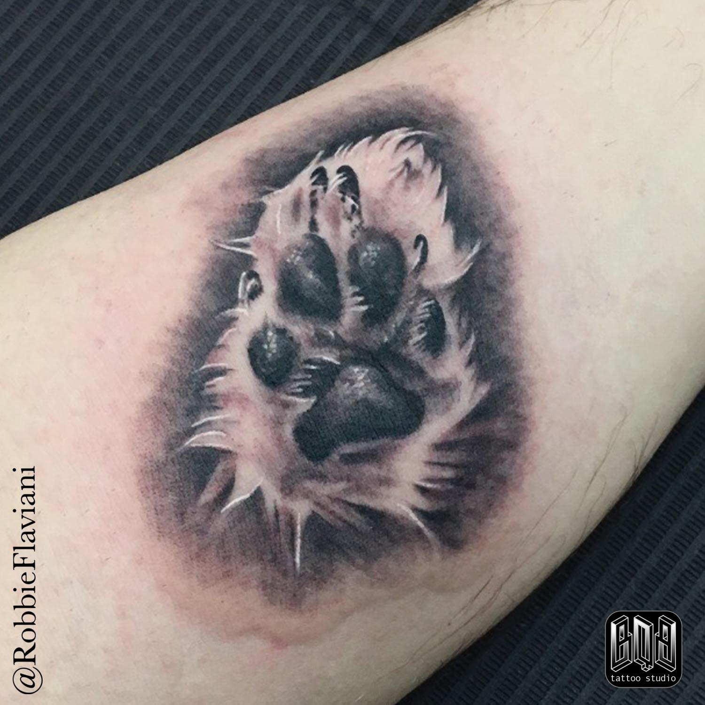Tattoo Relismo Pata De Perro En Black And Grey De Robbie Flaviani